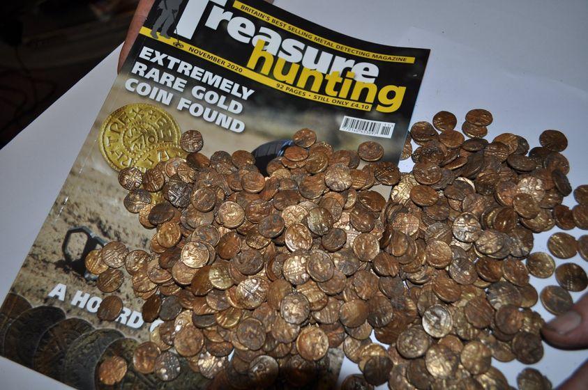 Le 1300 monete d'oro dissotterrate dal fortunato signore inglese